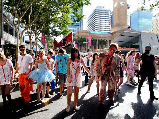 香港都有丧尸行Zombie Walk!10.29尸杀皇后大道东