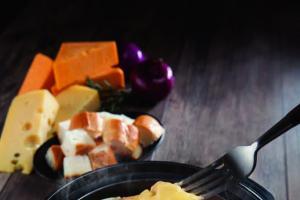 必食一人芝士雞煲!「香港地」限定推出冬日鍋物