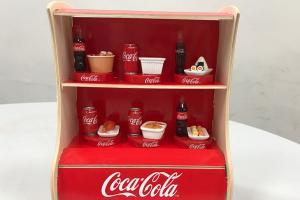 可口可樂配美食!便利店換購微型擺設
