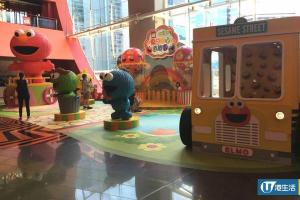 九龍灣芝麻街遊樂園 15呎巨型Elmo+Cookie Monster波波池