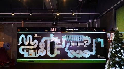 【葵涌好去處】全新4千呎Party Room旗艦店 巨型電流棒迷宮/霓虹燈波波池/冰壺