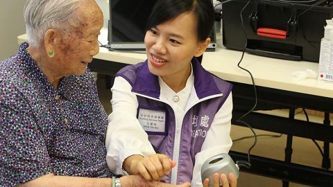 【盡顯關懷】入境處新推「到訪院舍換證服務」  逾8萬長者及殘疾人士受惠