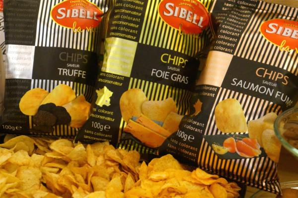 Sibell黑松露、鵝肝、及煙三文魚口味薯片(左起)