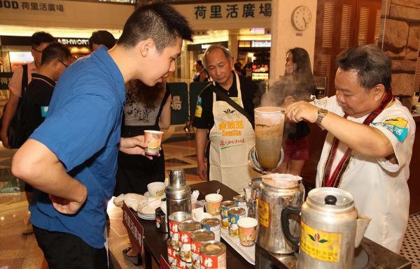 荷里活廣場「全城金茶節」派奶茶 (圖: 官方圖片)