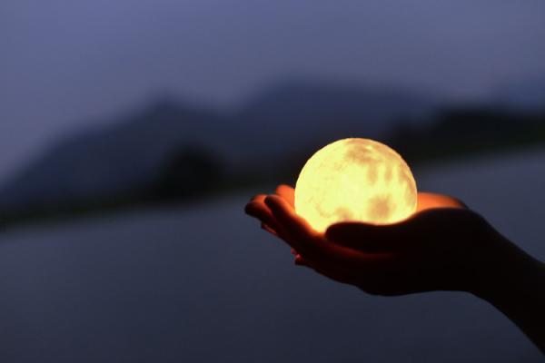 LUNA 月球燈 現正接受預購(圖:unun網站)