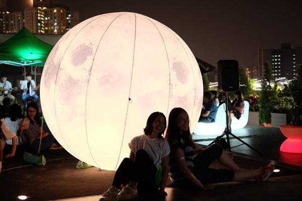 巨型月亮任影、放水燈許願!荔枝角秋日文化祭