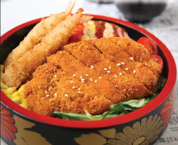 吉列豬扒炸蝦蛋包飯 獨家優惠價︰HK$ 36