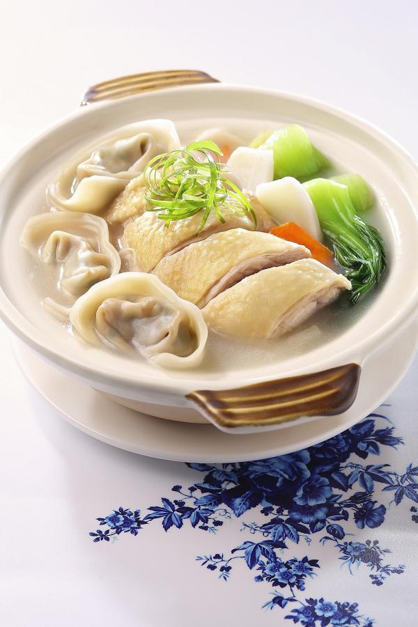 雲吞雞鍋 配 酥炸排骨菜飯及例湯獨家優惠價︰HK$ 38