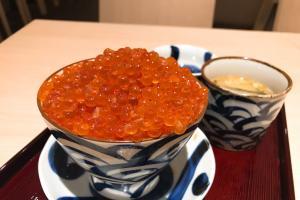 滿到瀉!北海道三文魚子山丼