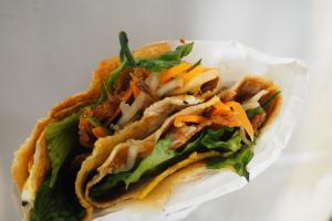 灣仔掃街新寵北京煎餅小食店  即製熱辣辣烤鴨煎餅