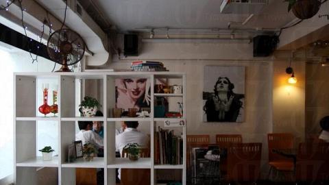 Les Artistes Café