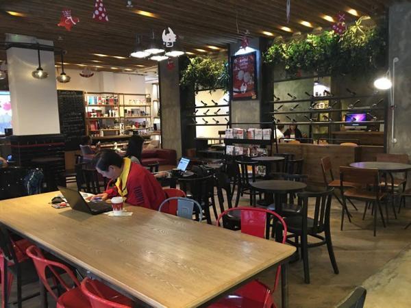 店舖面積雖大,但座位卻相對較少,所以很寬敞舒適。