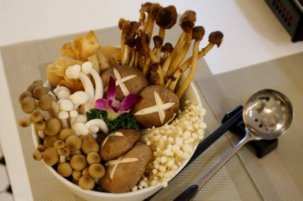 圖:FB@尚上下夏-養生雞煲火鍋