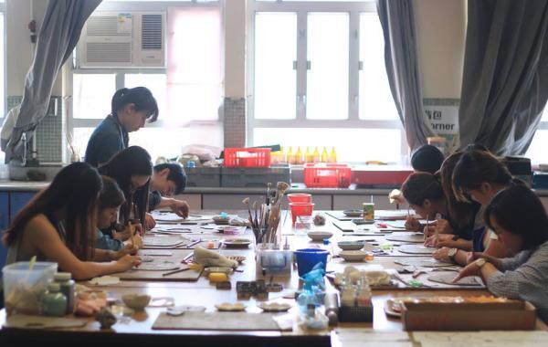 「泥塵記」所開辦的「花語碟」陶泥製作班深受歡迎(圖: fb@泥塵記 Lai Chan Kee)
