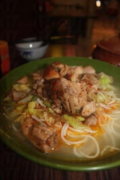 雞肉酸辣米線,雞肉很滑很惹味