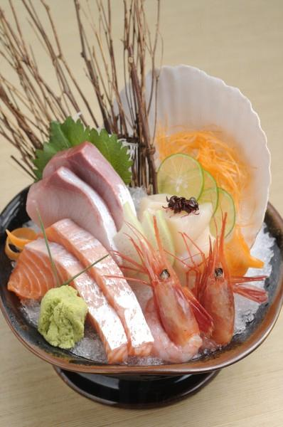 雜錦刺身十分新鮮,特別推介新鮮海膽,鮮甜非常。