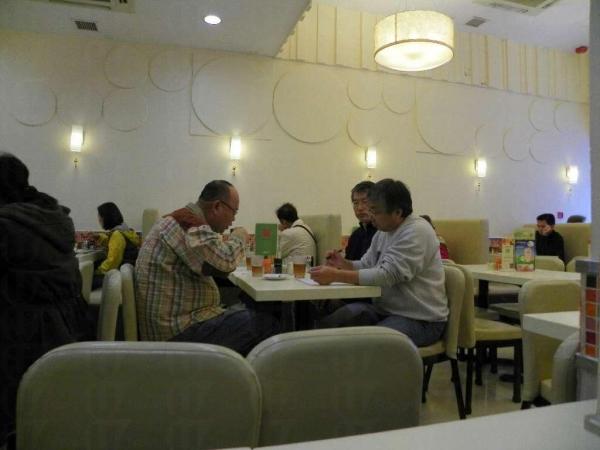 裝修後的樂斯餐廳,環境整潔。