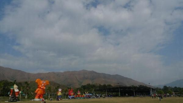 除了在大草地放風箏外,更可以看到一望無遺的景色。