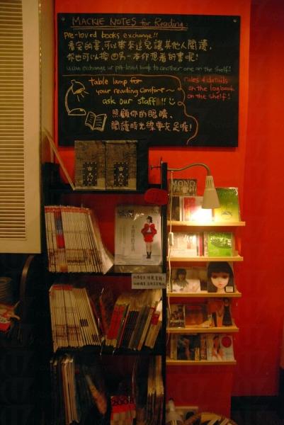 餐廳融合書店與餐飲概念。