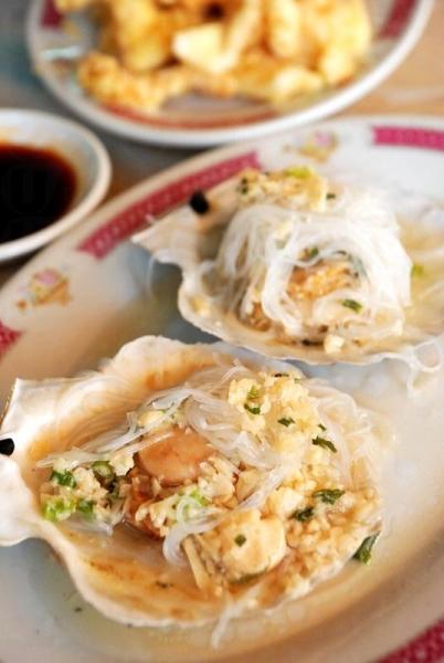 蒜茸蒸扇貝,肉質豐厚鮮甜。