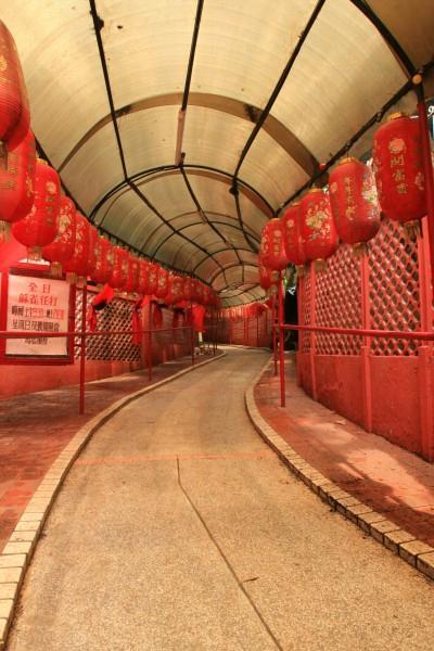 通往龍華酒店的通道,令時光倒流。