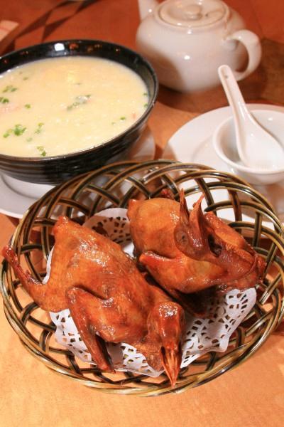 龍華名菜-乳鴿,皮脆肉嫩。
