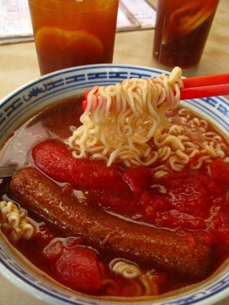 勝香園馳名菜式-鮮茄豬扒公仔麵。
