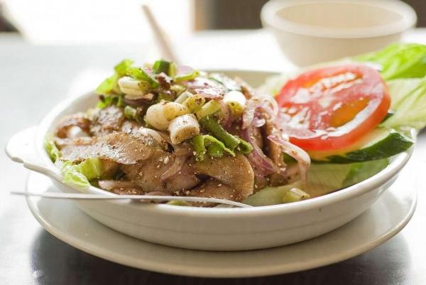 清涼的泰式豬頸肉沙律適合夏日品嚐。