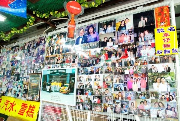 牆上貼滿老闆和名人的合照。
