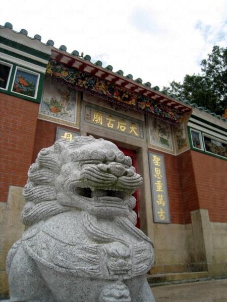 天后廟前有兩座石獅子鎮守。