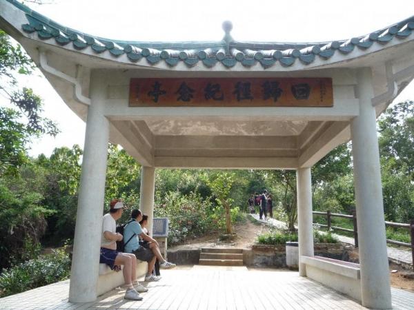 青衣自然徑設有 4 個觀景亭,遊客若感疲累,不妨休息一會再上路。(相片來源:Clara Lee)