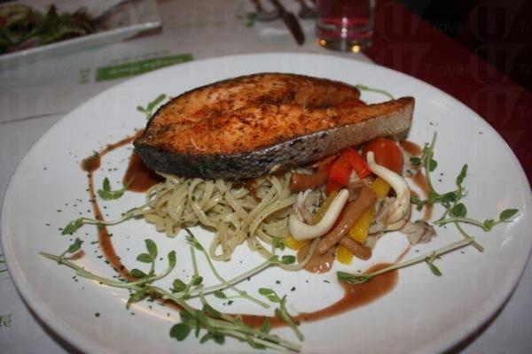 香脆三文魚配以香草意粉。