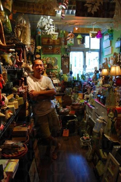 店主 Mike 用上多年時間從世界各地搜集精品。