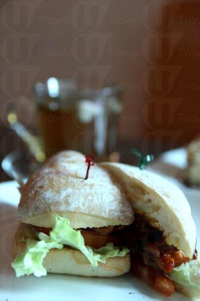 BBQ 醬燒雞潛艇包,健康而且賣相甚佳。($38)