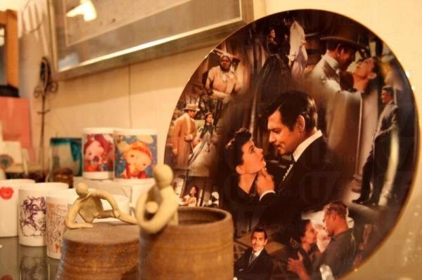 店內放置的藝術品,使看書者感受到濃濃的文化藝術氣息。