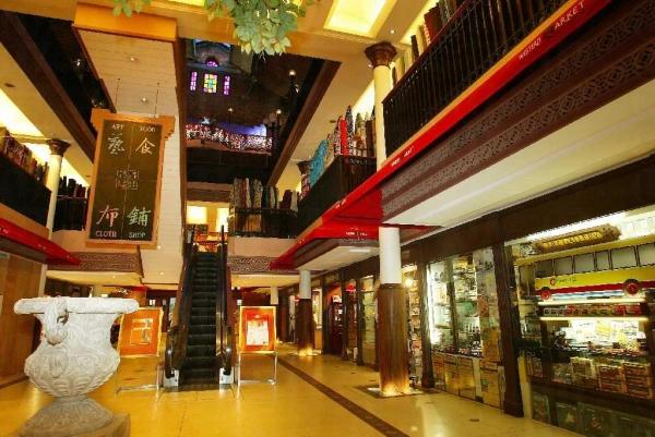 西港城內售賣各式各樣的手工藝品及懷舊收藏品。