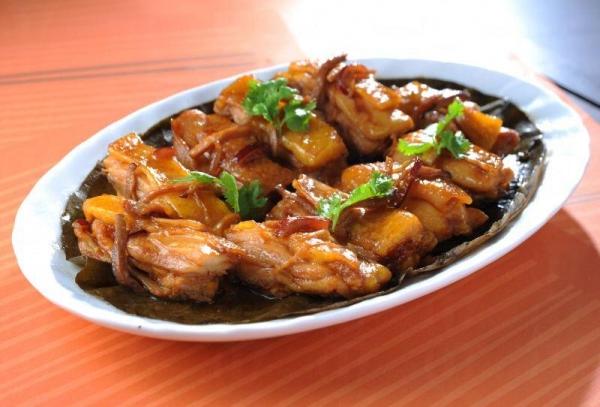 荷香污糟雞雞肉味道帶少甜,入口的感覺嫩滑彈牙,更有淡淡的荷葉清香。
