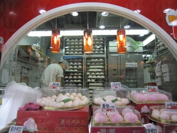 食客能夠透過玻璃看到師傅即席製作包點,保證食品新鮮製作。
