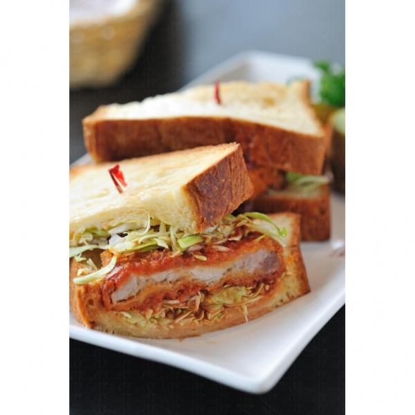博洛尼亞吉烈豬扒三文治: 豬扒外脆內軟,香口味美。