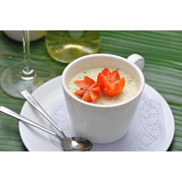 海南少爺的班蘭香茅奶凍,以餸菜專用的香茅來製作甜品創意十足,並帶有傳傳班籣清香。