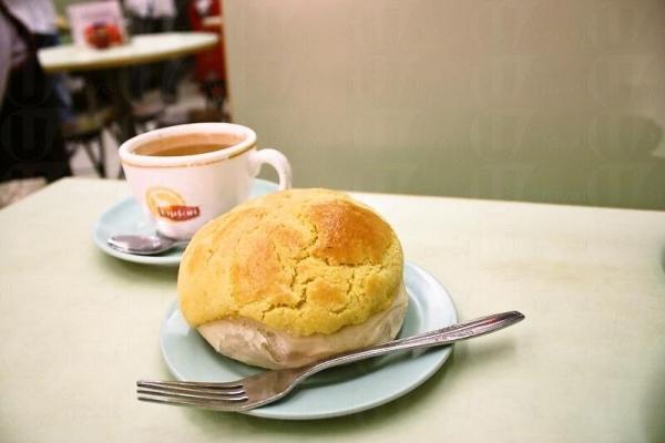 菠蘿包加 熱奶茶,下午茶的最佳組合。