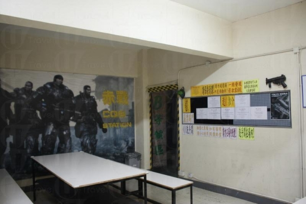 赤戰設有闊落的休息室,讓玩家在 game 與 game 之間交流作戰心得。