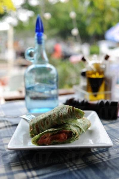 煙三文魚墨西哥卷用料新鮮,做法仿照傳統。