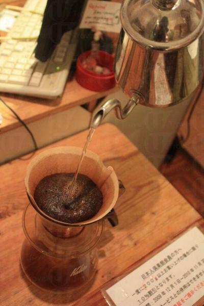 新鮮咖啡豆才會在沖泡時冒出泡沫。