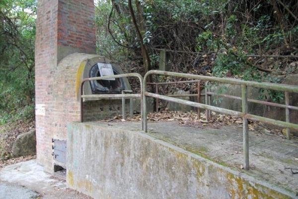 白芒村口已停用的小型焚化爐。
