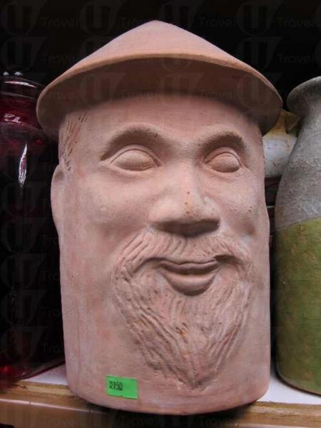 外貌千奇百趣的人面花瓶 。