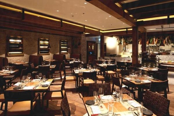 餐廳充滿格調,適合情侶約會。
