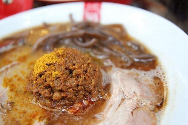 此乃每日限售 10 碗的「元氣王」,精髓在於肉醬混合了碎豬肉、咖喱和 3 種日本魚乾。