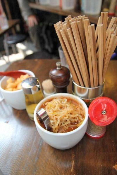 豚王有多種款式的自家製配菜,任君選擇。