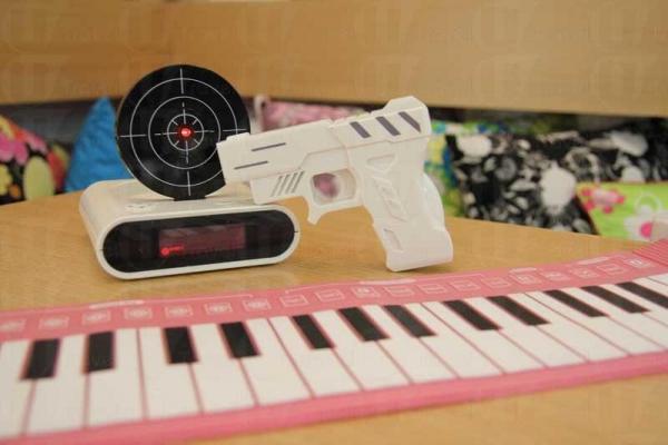 槍靶鬧鐘,需連續射中紅心才會停鬧,啱晒愛賴床的人。